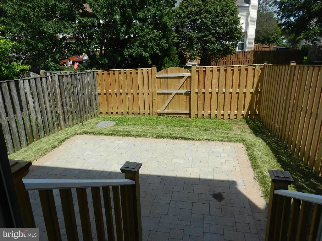 Rear patio and fence - 43492 POSTRAIL SQ, ASHBURN