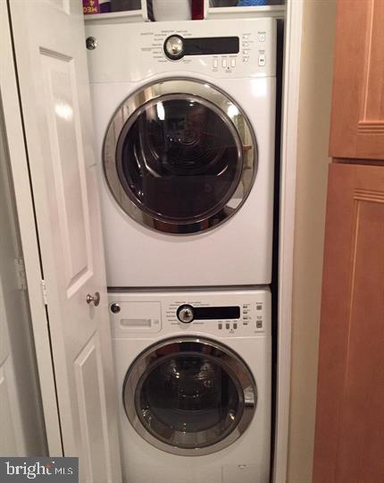 Full Size Washer and Dryer in Unit - 24 COURTHOUSE SQ #810, ROCKVILLE