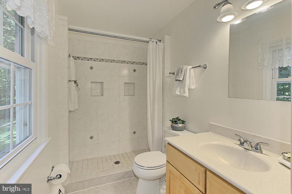 MASTER BEDROOM BATH - 11800 LAKEWOOD LN, FAIRFAX STATION