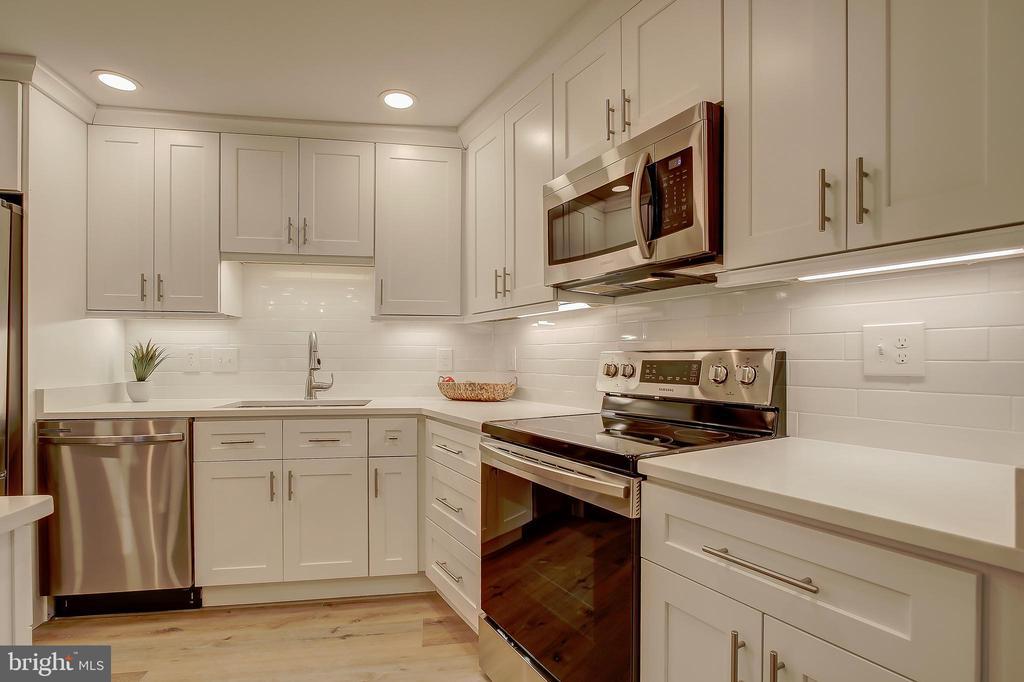 Kitchen - Stainless Steel Appliances - 5901 MOUNT EAGLE DR #204, ALEXANDRIA
