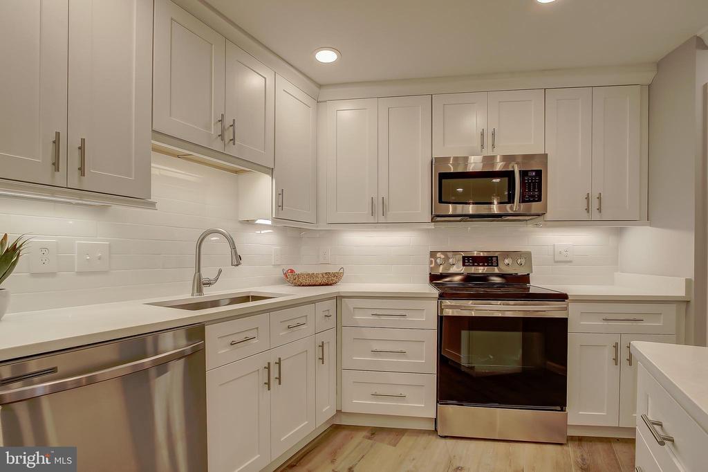 Kitchen - Quartz Counter-tops/Tiled Back-Splash - 5901 MOUNT EAGLE DR #204, ALEXANDRIA