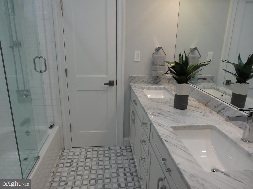 Common bathroom - 50 BRYANT ST NW, WASHINGTON