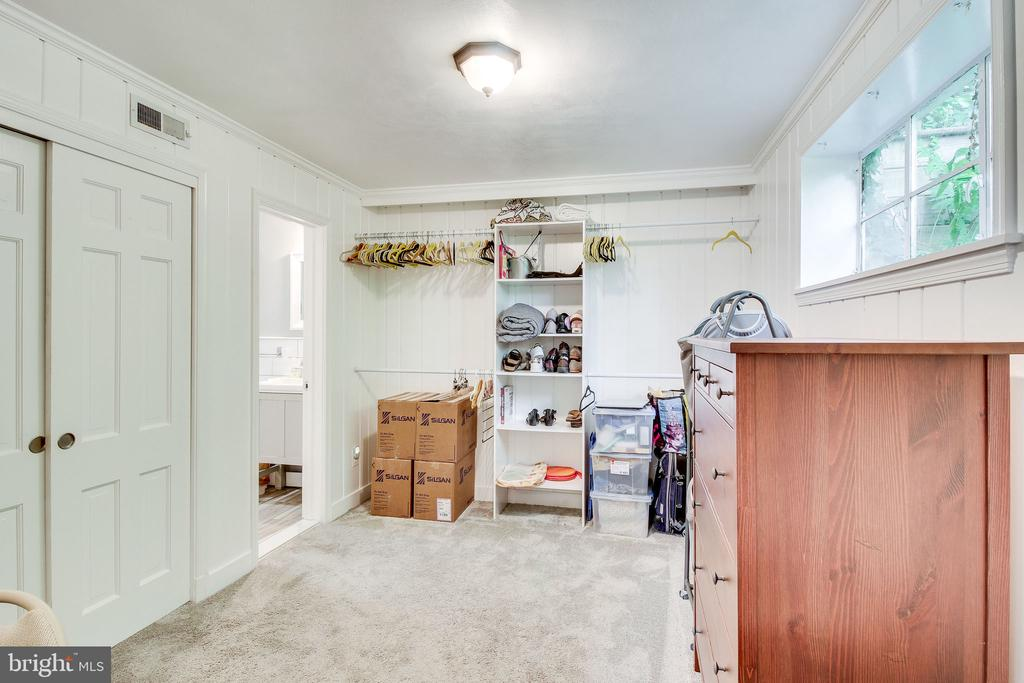 lower level bedroom (currently used as closet) - 2718 FOX MILL RD, OAK HILL