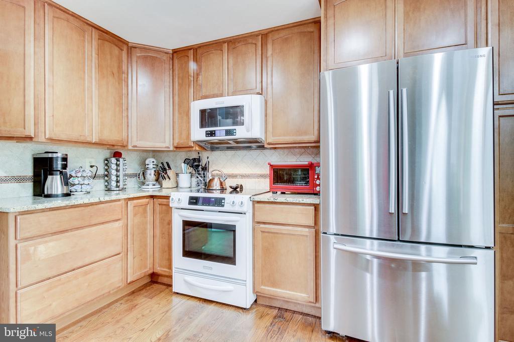 kitchen - 2718 FOX MILL RD, OAK HILL