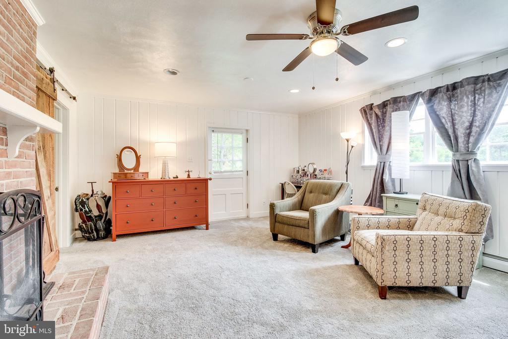 rec room/sitting room with brick fireplace - 2718 FOX MILL RD, OAK HILL