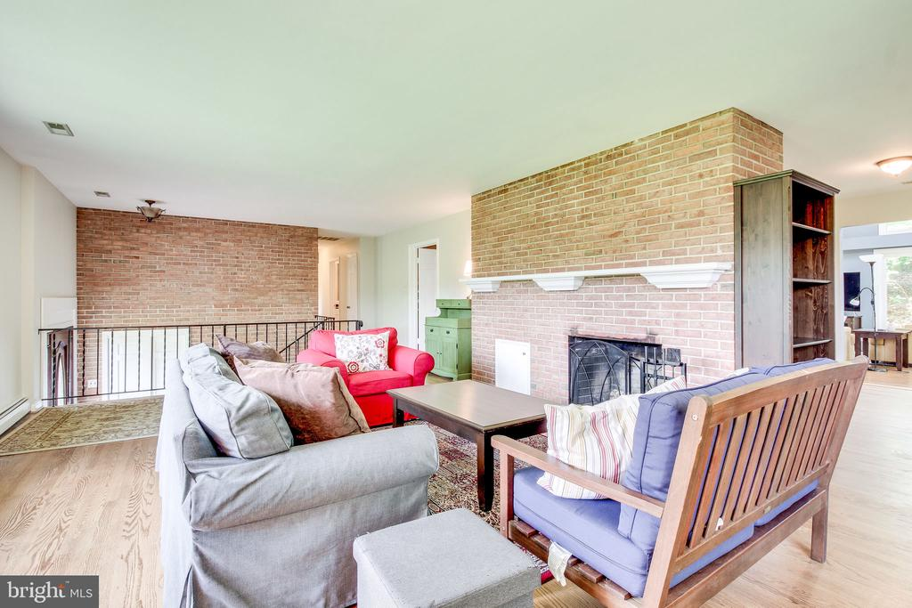 living room with exposed brick - 2718 FOX MILL RD, OAK HILL