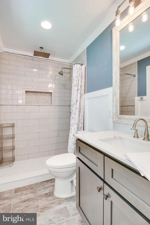 master bath with custom shower - 2718 FOX MILL RD, OAK HILL