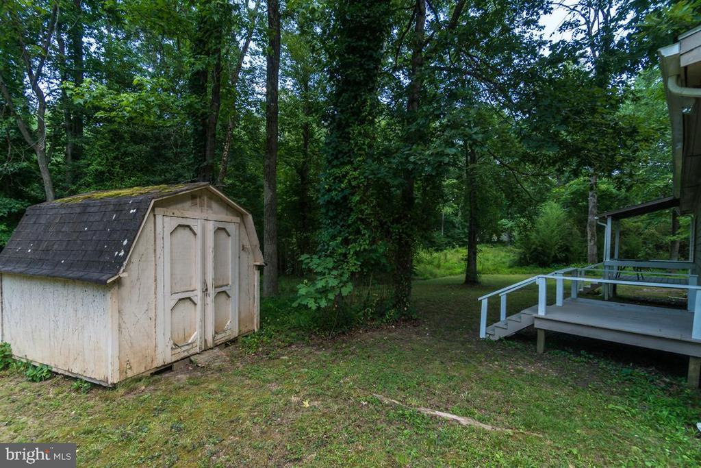 Additional shed in back yard - 6407 DEERSKIN DR, FREDERICKSBURG