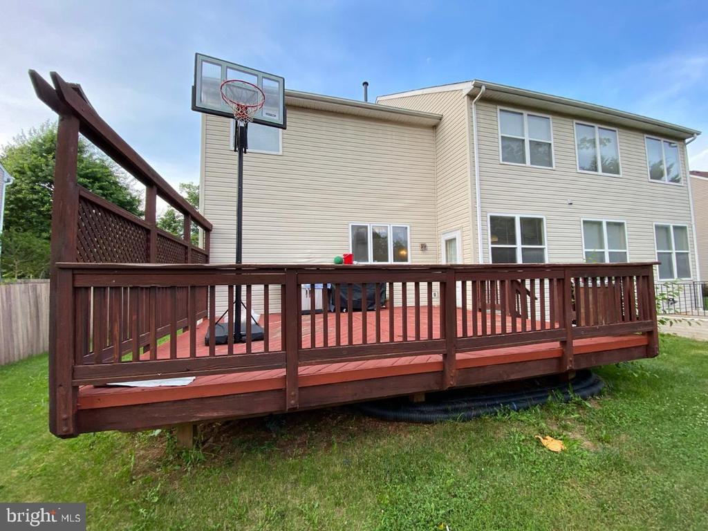 Rear side of the house and Deck - 46929 SENECA RIDGE DR, STERLING