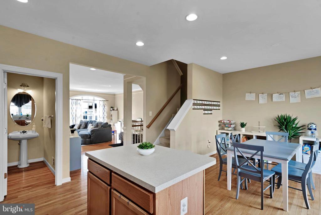 Open Floor Plan! - 8187 COBBLE POND WAY, MANASSAS