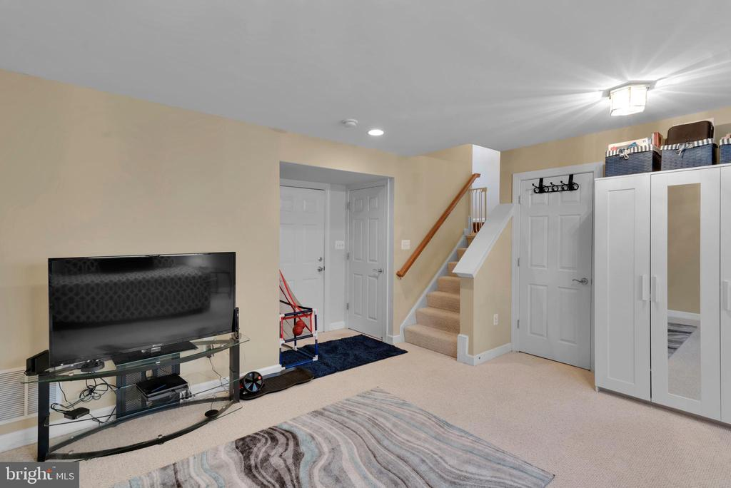 Finished Basement w/ 2 Closets and Garage Access! - 8187 COBBLE POND WAY, MANASSAS