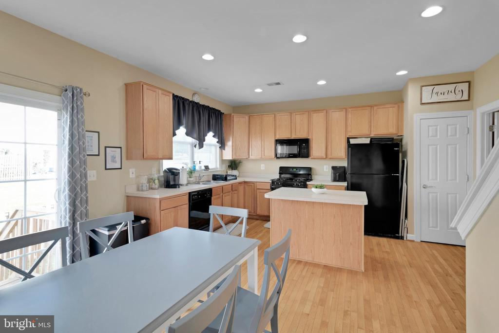 Dining/Kitchen Combo! - 8187 COBBLE POND WAY, MANASSAS