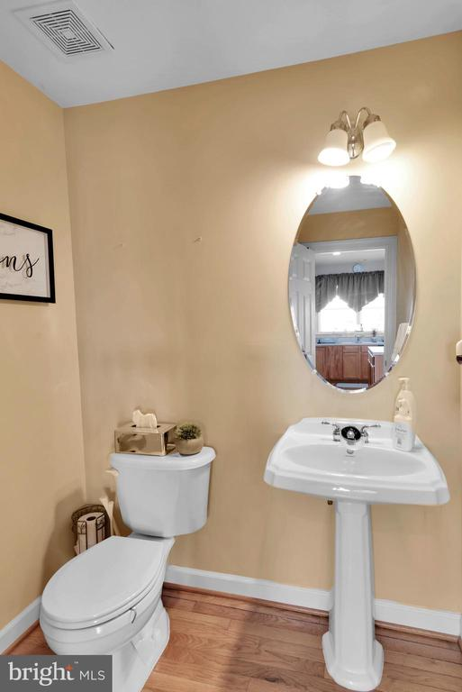 Half Bath On Main Level! - 8187 COBBLE POND WAY, MANASSAS