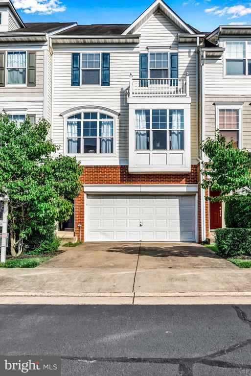 Front Load 2 Car Garage! - 8187 COBBLE POND WAY, MANASSAS