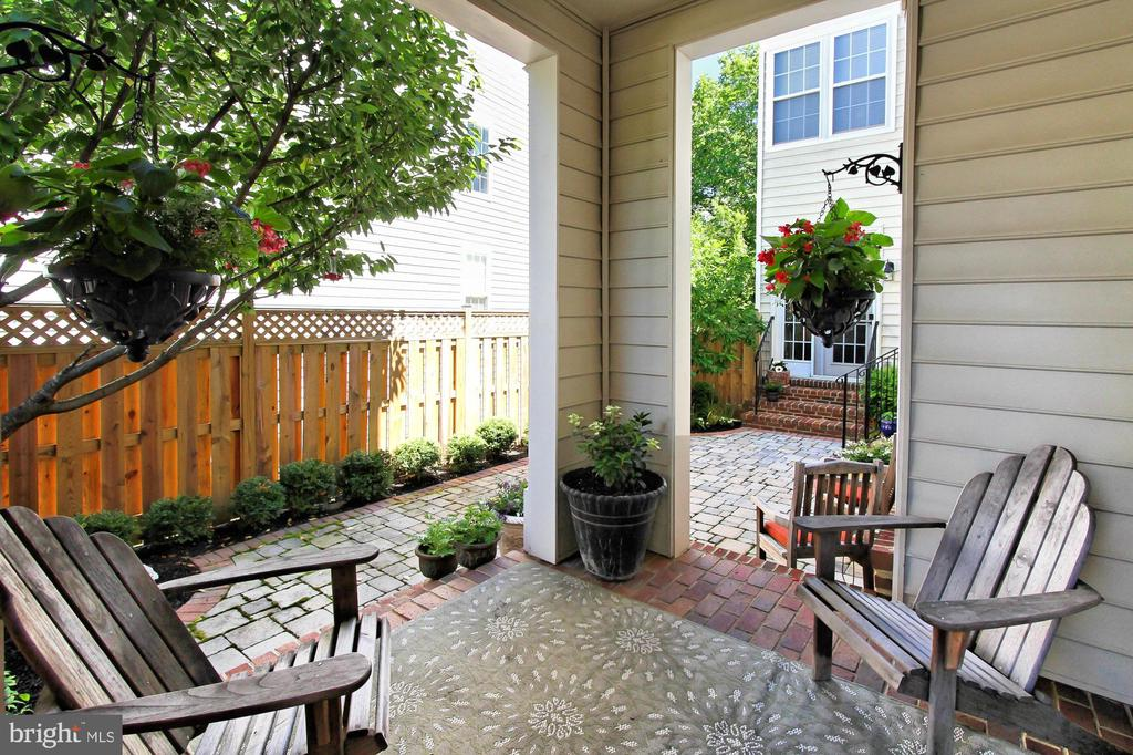 Front  patio - 21876 LARCHMONT WAY, BROADLANDS