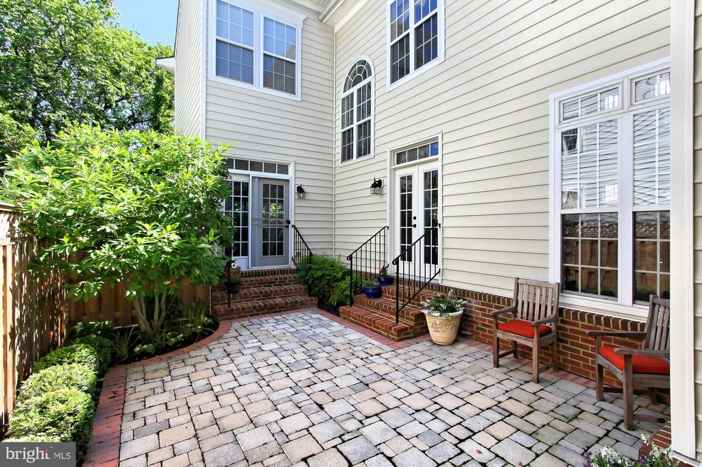 Beautiful Patio - 21876 LARCHMONT WAY, BROADLANDS