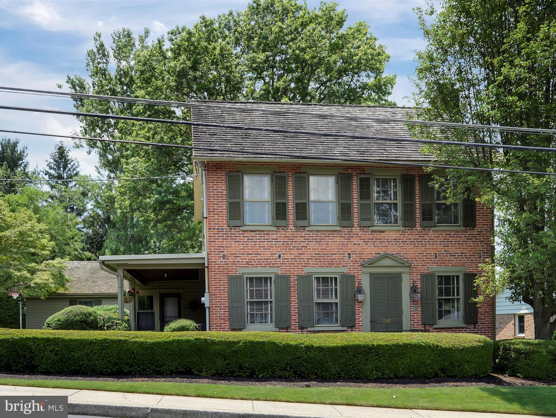 Single Family Homes pour l Vente à Akron, Pennsylvanie 17501 États-Unis