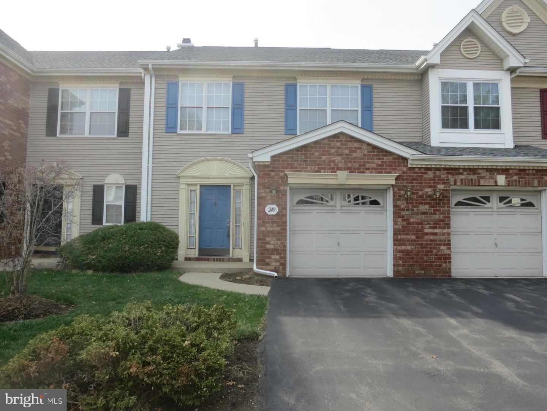 Single Family Homes للـ Sale في Franklin Park, New Jersey 08823 United States