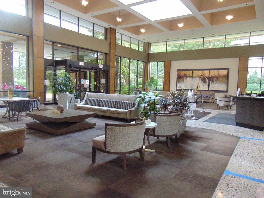 BUIL;DING ENTRY AREA - 3709 S GEORGE MASON DR #813, FALLS CHURCH