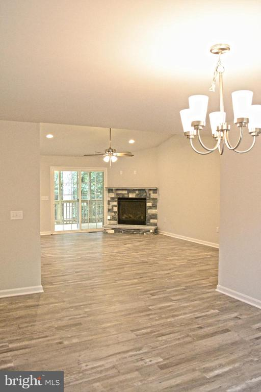 Looking into family room from the formal dining - 111 APPLEVIEW CT, LOCUST GROVE