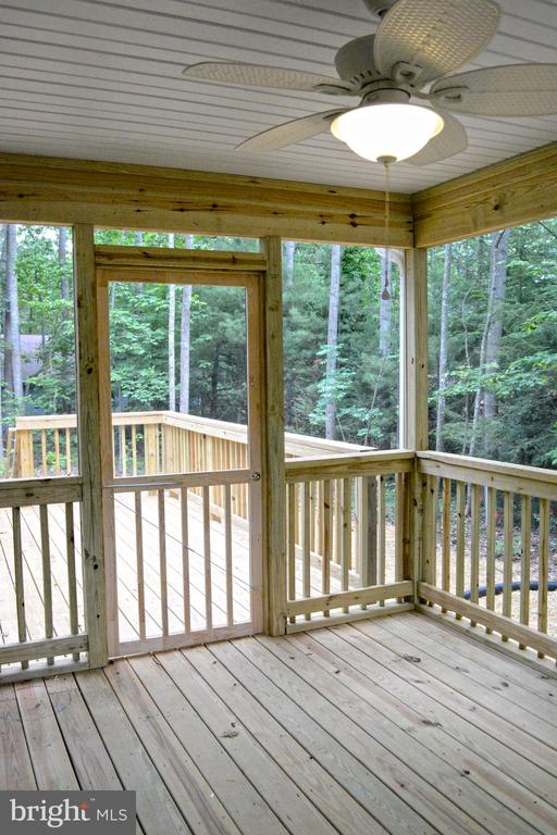 Relax in your screened porch. - 111 APPLEVIEW CT, LOCUST GROVE