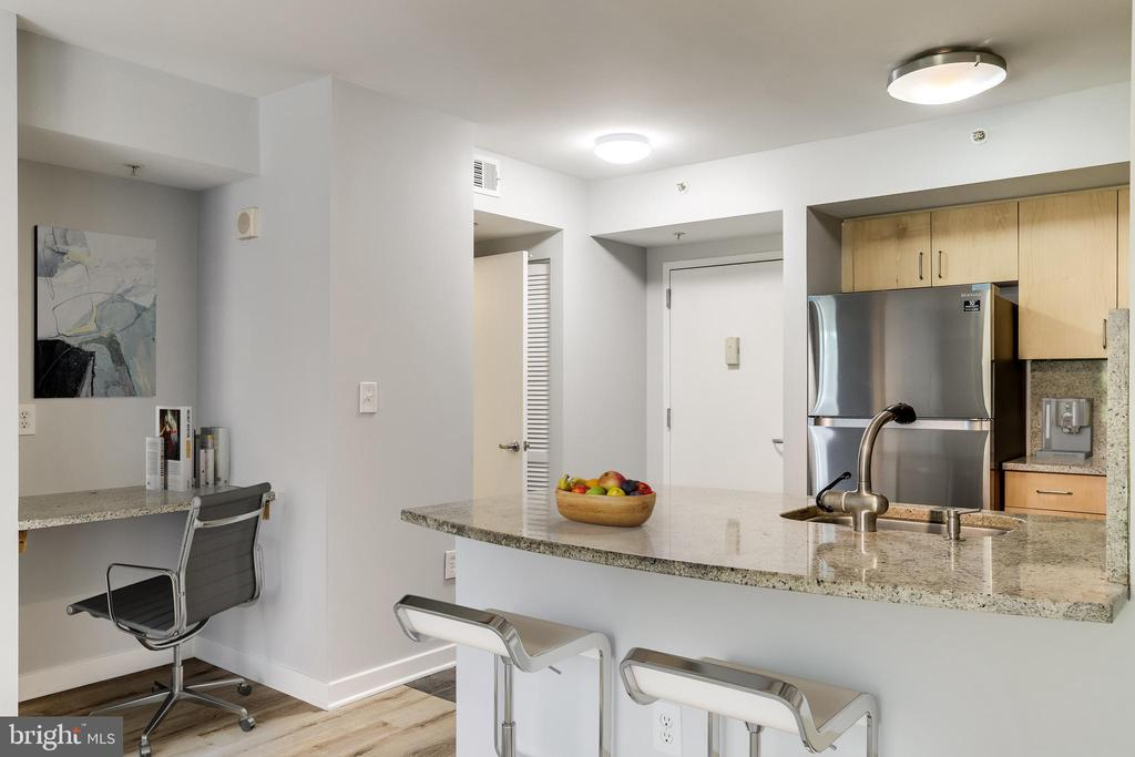 Virtually staged kitchen - 1000 NEW JERSEY AVE SE #202, WASHINGTON