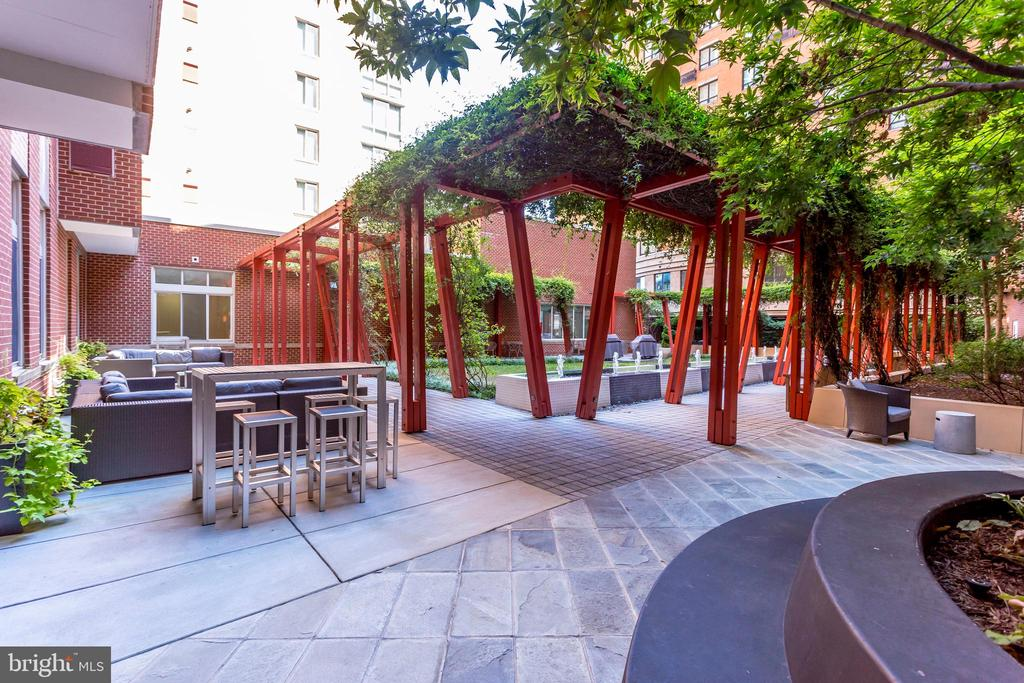 Courtyard views - 1000 NEW JERSEY AVE SE #202, WASHINGTON