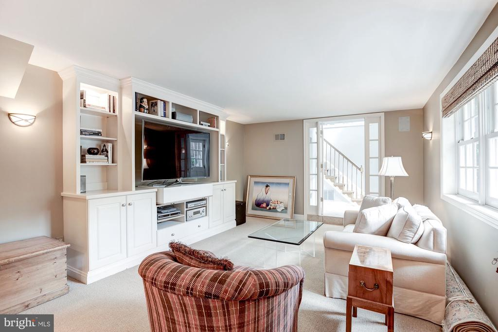 Lower Level Family Room with Private Entry - 5212 UPTON TER NW, WASHINGTON