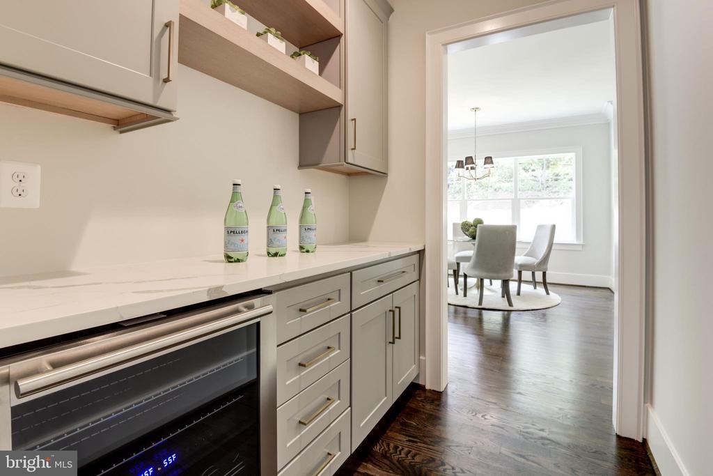 Butler's pantry - 8609 SEVEN LOCKS RD, BETHESDA