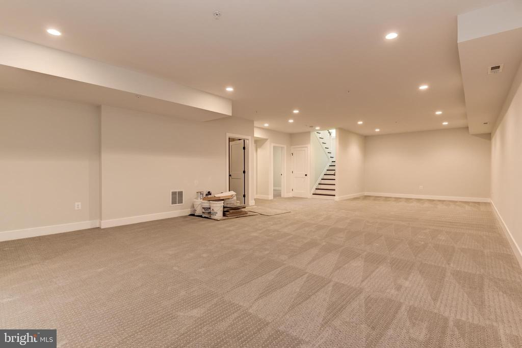 Another view of this massive space - 8609 SEVEN LOCKS RD, BETHESDA