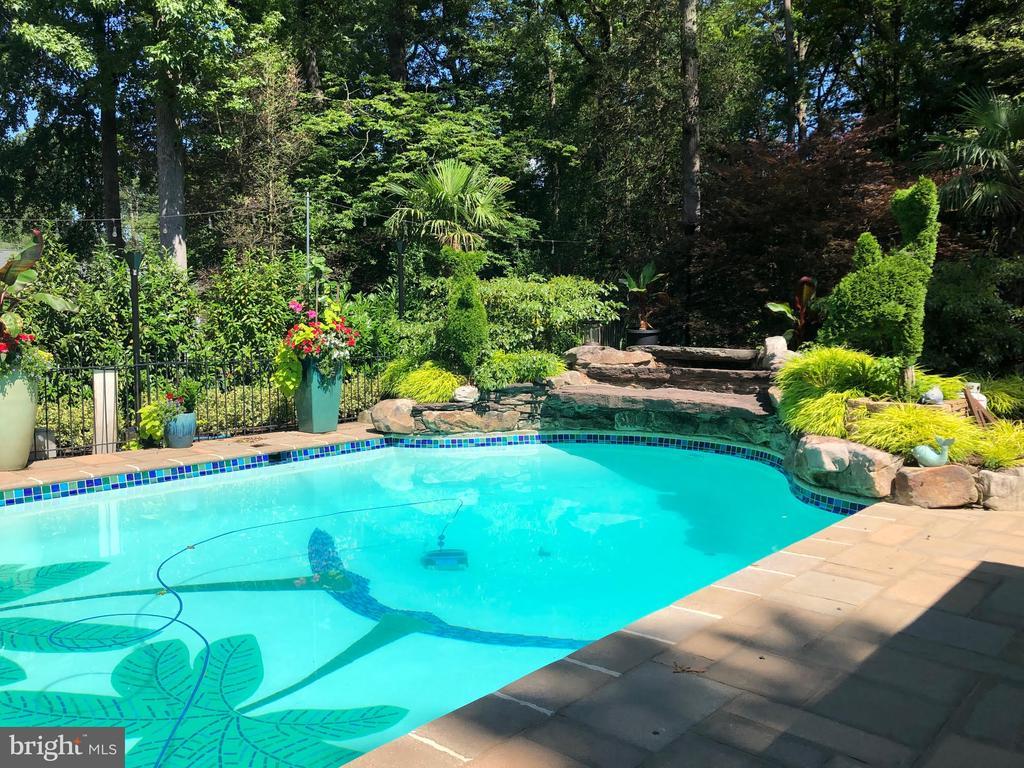 Swimming Pool - 4512 DOLPHIN LN, ALEXANDRIA