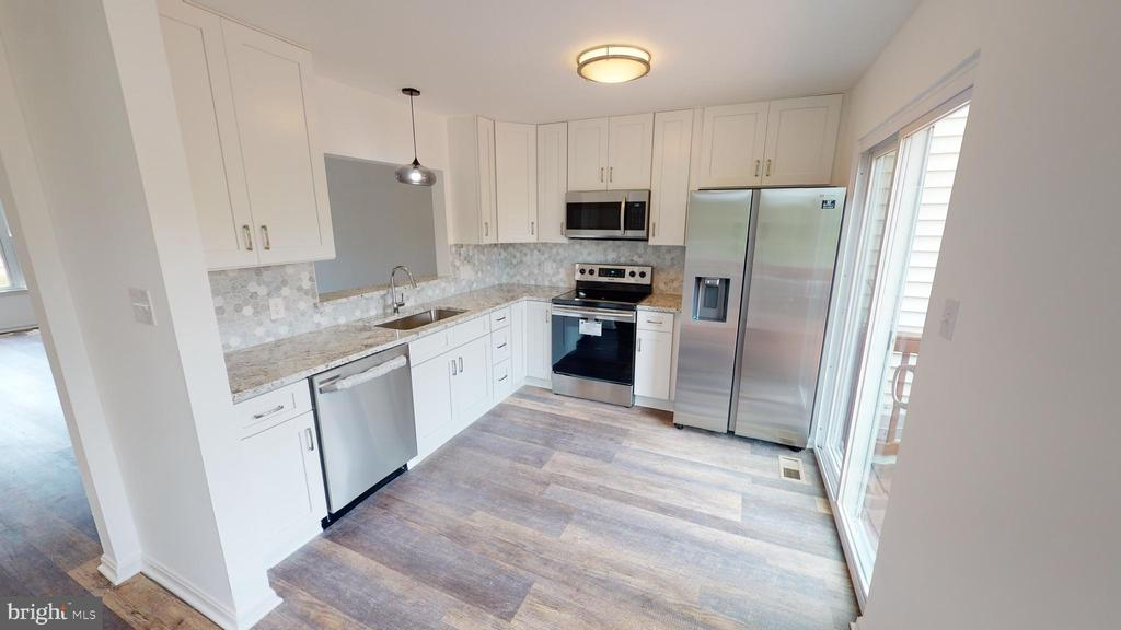 Brand new kitchen with SS appliances - 13616 WILDFLOWER LN, CLIFTON