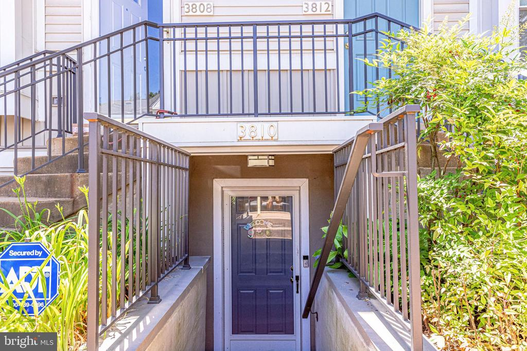Lower level condo located in Dundree Knolls - 3810 9TH RD S, ARLINGTON