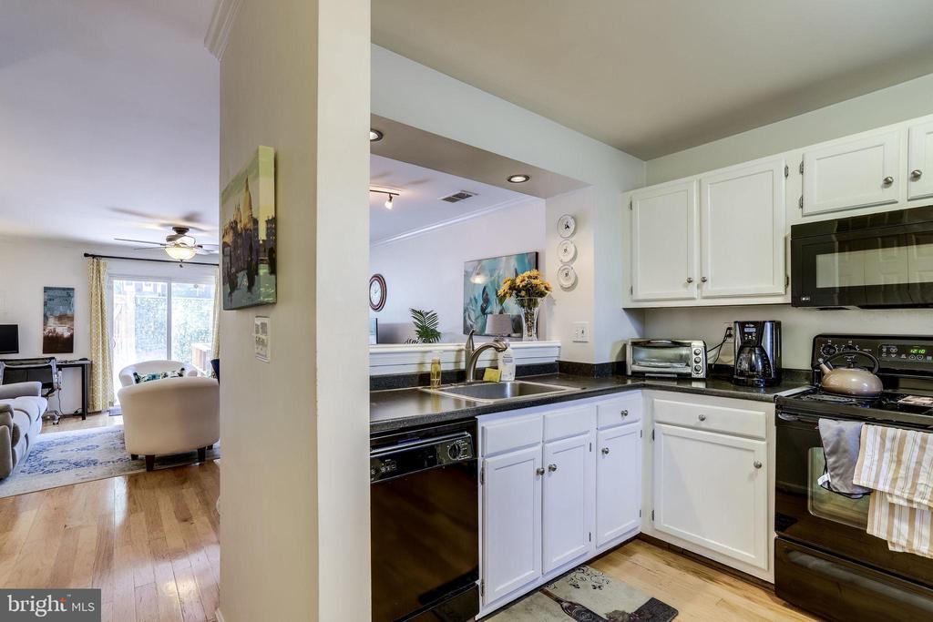 Living Room/Kitchen - 3810 9TH RD S, ARLINGTON