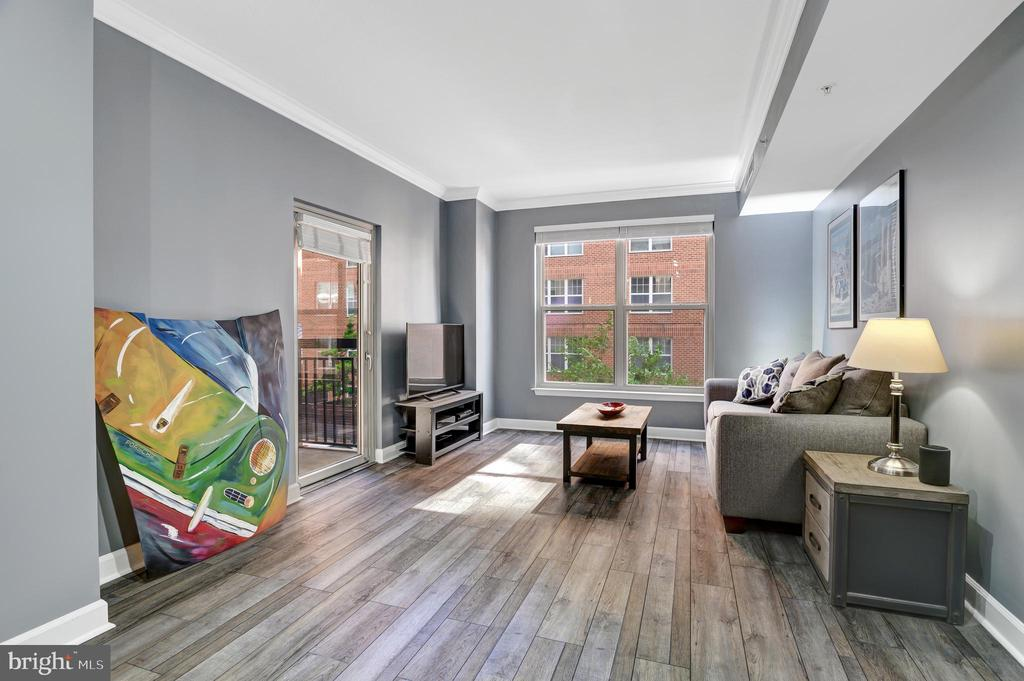 MLS DCDC475036 in LOGAN CIRCLE