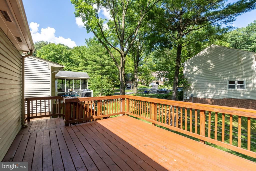 Large deck for entertaining off main level - 9815 CAMPBELL DR, KENSINGTON