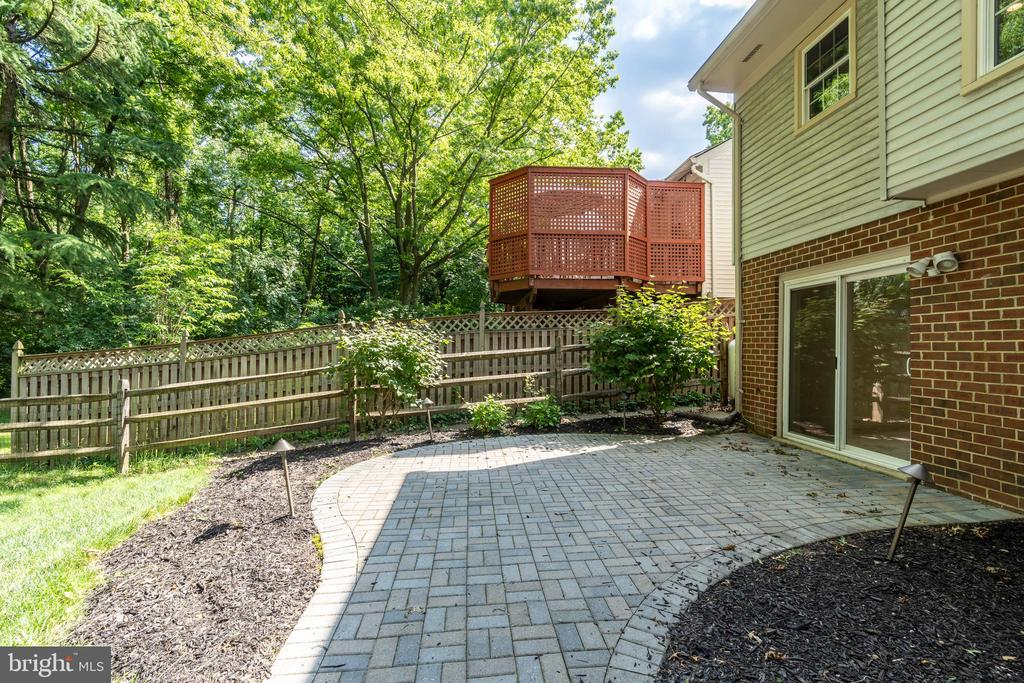 Spacious terrace off fully walk-out lower level - 9815 CAMPBELL DR, KENSINGTON