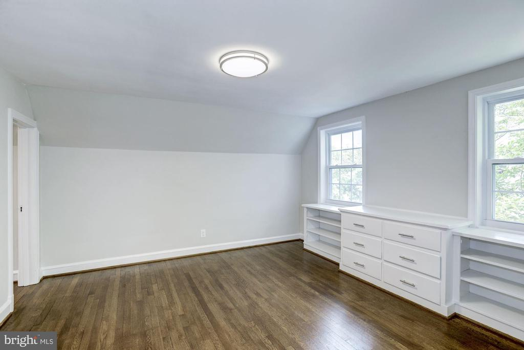 Third floor 4th bedroom with built-ins - 926 26TH ST S, ARLINGTON