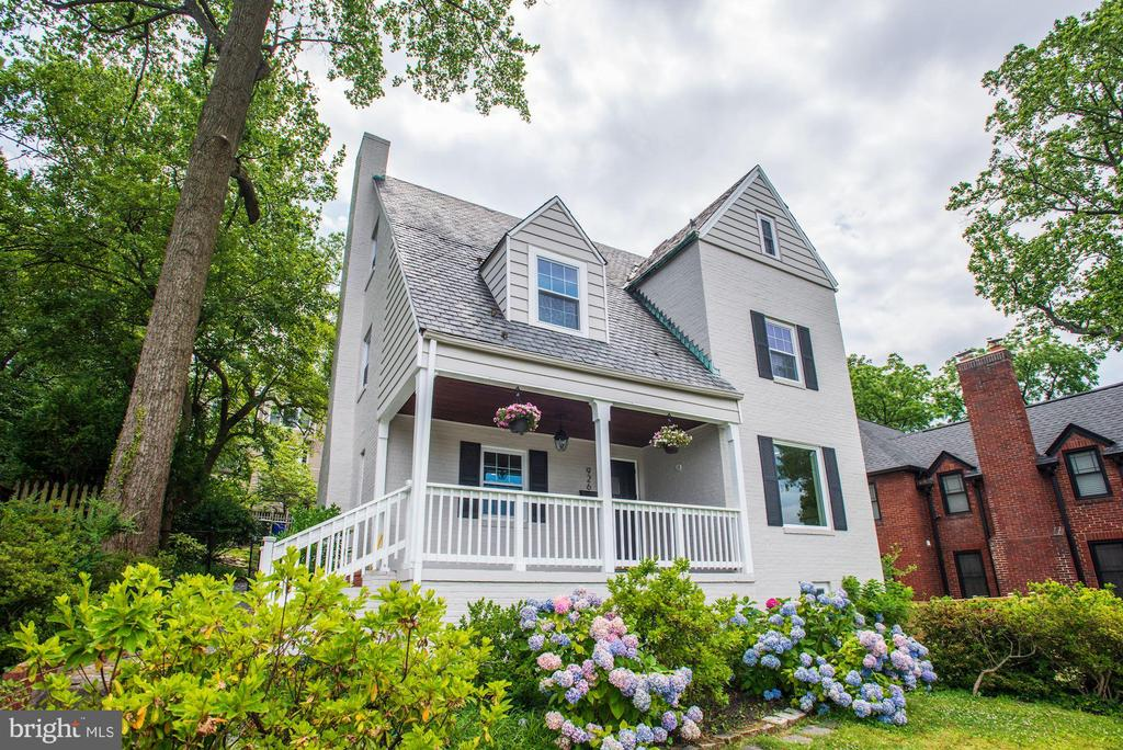 Relax and visit with neighbors - 926 26TH ST S, ARLINGTON
