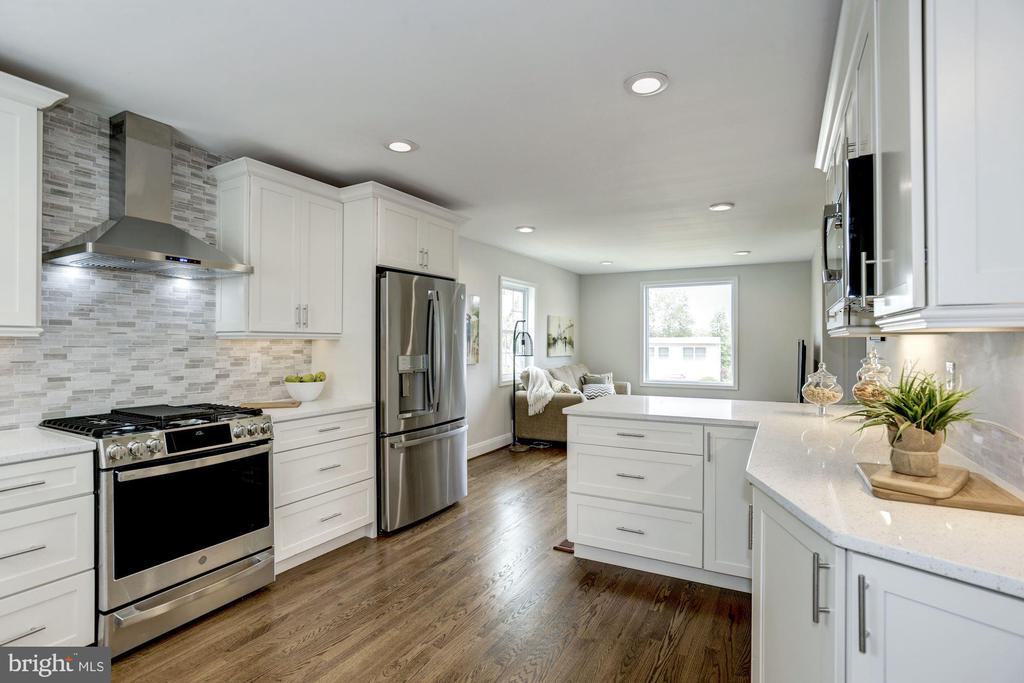 Gourmet kitchen - 926 26TH ST S, ARLINGTON