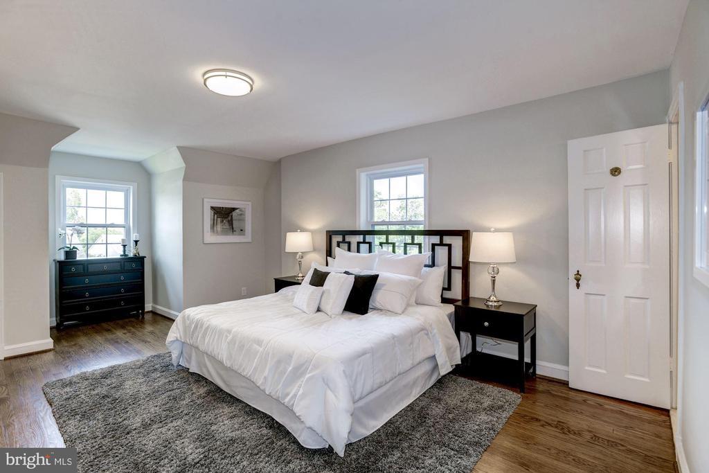 Owner's suite - 926 26TH ST S, ARLINGTON