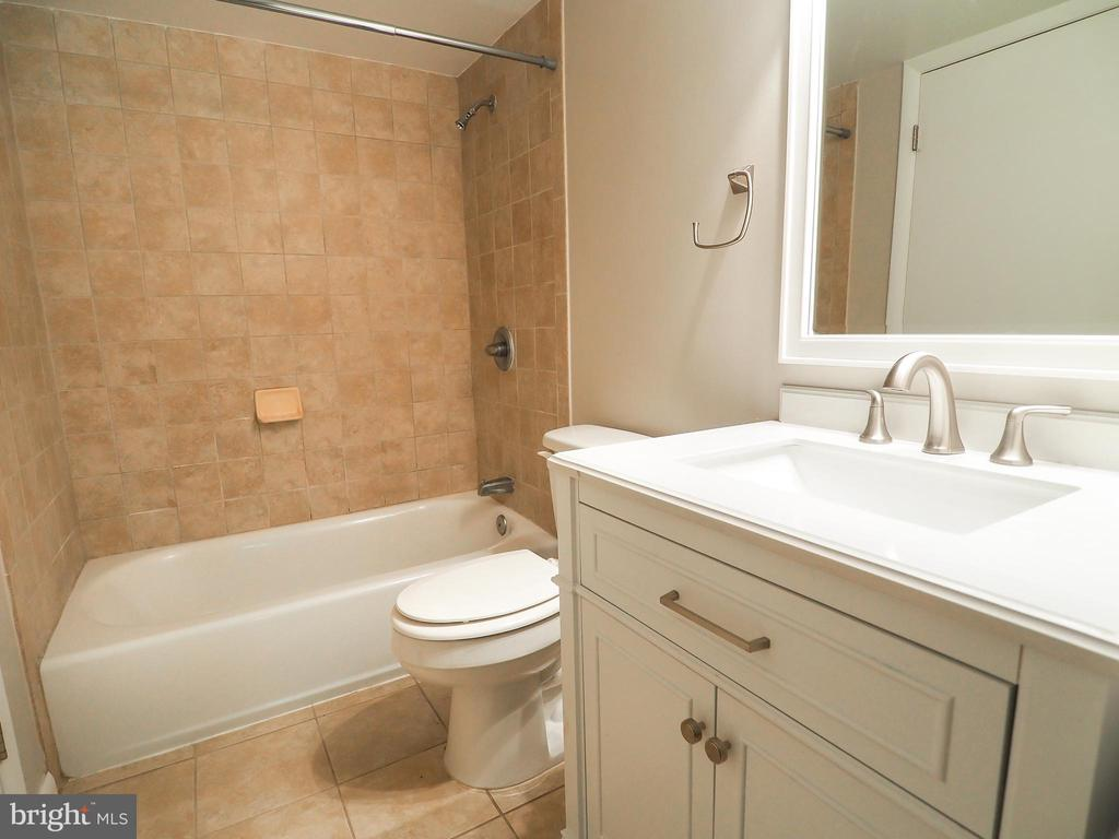 Full Bath - 10320 LURIA COMMONS CT #3 H, BURKE