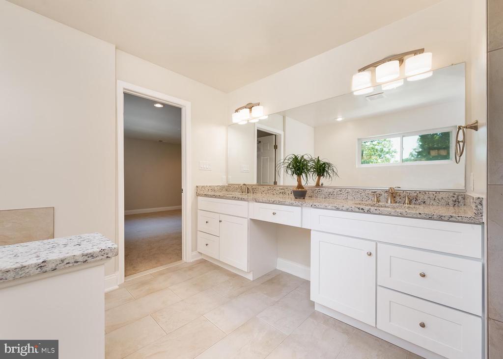 Owners full bathroom - 10968 EIGHT BELLS LN, COLUMBIA