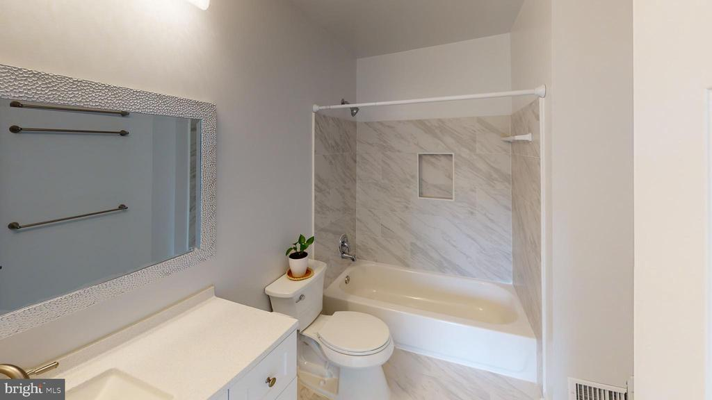 Another view of the MBR bath - 13616 WILDFLOWER LN, CLIFTON