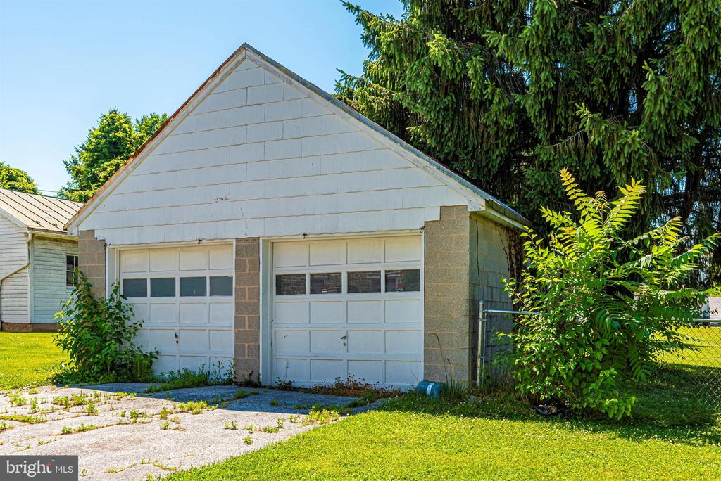 Two Car Garage - 8 MAIN ST, WOODSBORO
