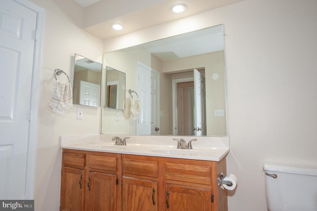 Bath - 7509 ASHBY LN #H, ALEXANDRIA