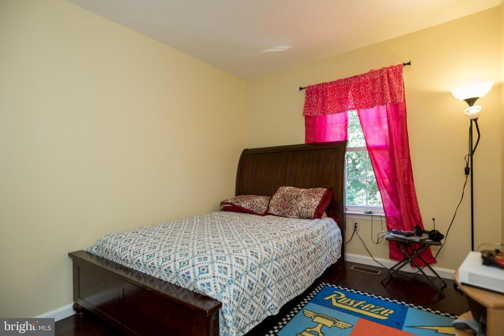Room 2 - 2855 BOWES LN, WOODBRIDGE