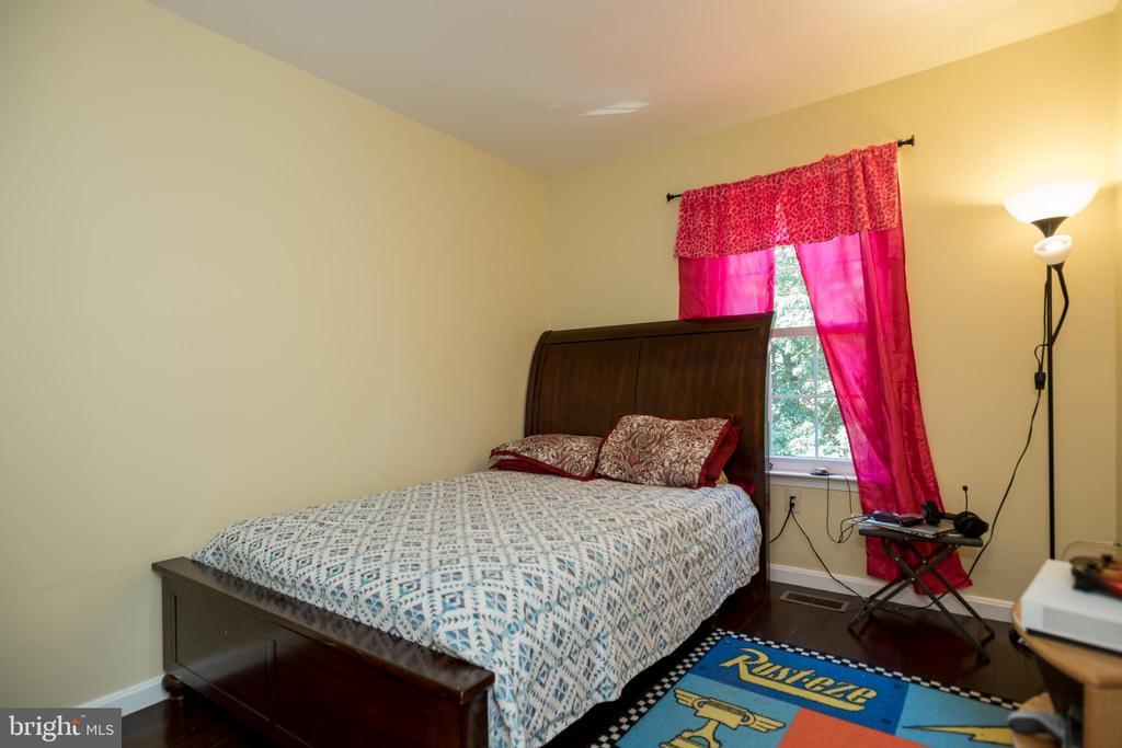 Room 2 - 2855 BOWES LN, WOODBRIDGE