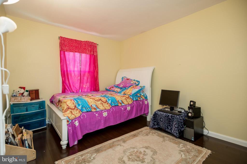 Room 1 - 2855 BOWES LN, WOODBRIDGE