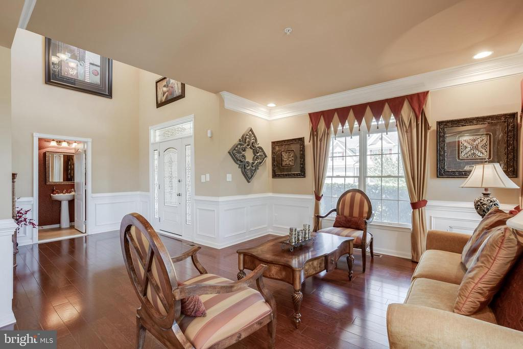 Bright and open Foyer/Living Room. - 42355 EQUALITY ST, CHANTILLY